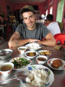 Comiendo en Dawei