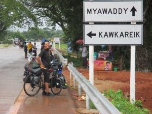 Myawaddy - Mae Sot  Frontera entre Myanmar y Tailandia