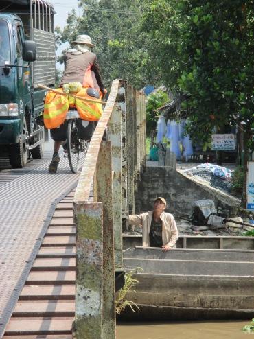 Taka on a randoom bridge